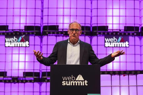 Google e Facebook firmano il contratto con il fondatore del web